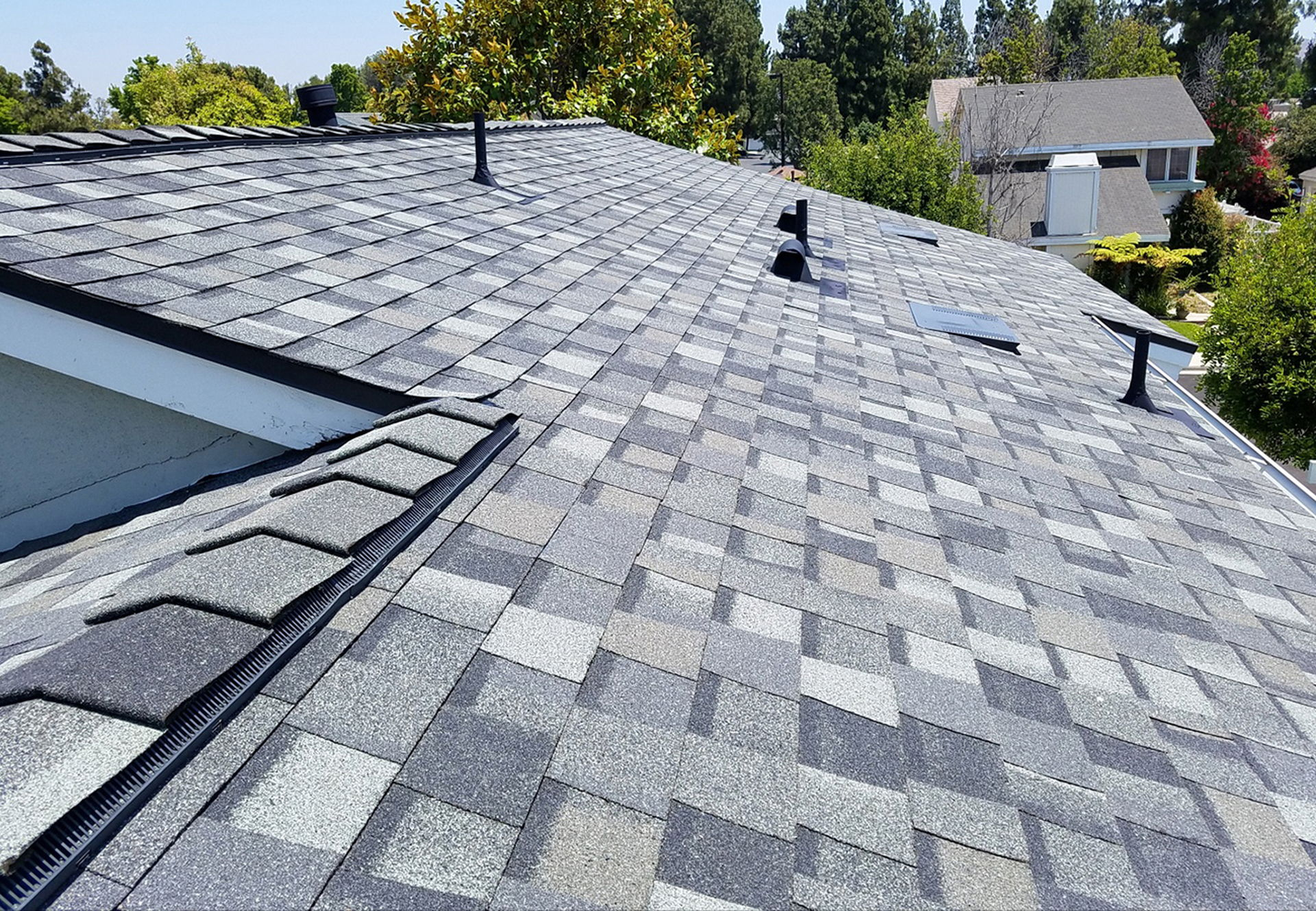 Choosing The Ideal Asphalt Shingles For Your Roofing